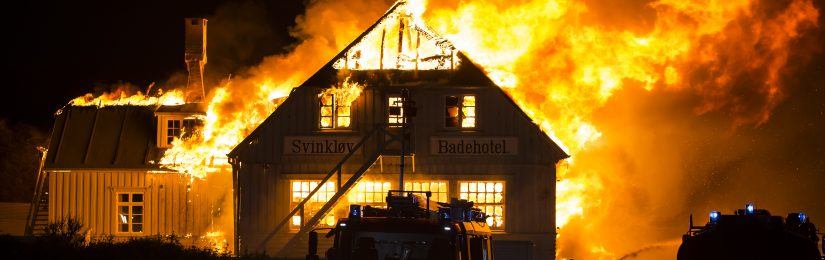 Det historiske Svinkløv badehotel er brændt ned til grunden. En brand i kælderen udviklede sig eksplosivt, og på få timer var det smukke hotel forvandlet til aske